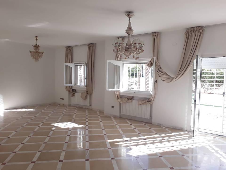 Louer Bureau Pour Habitation : A louer une villa avec jardin pour habitation ou bureau à el