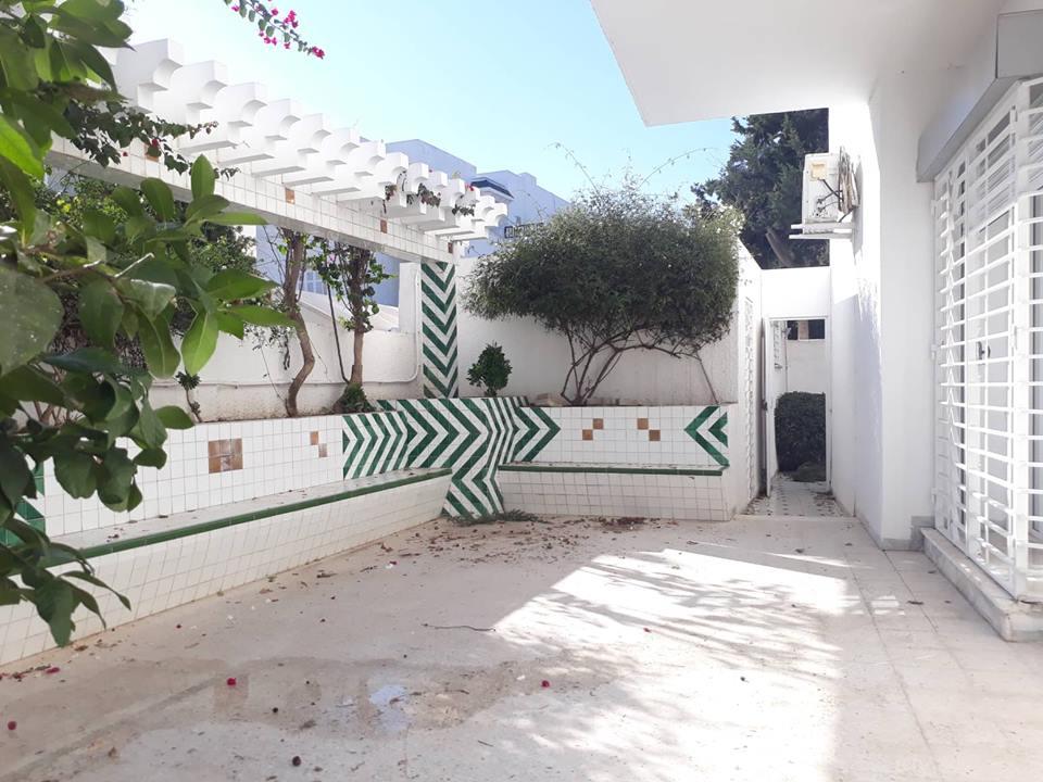 A louer une villa avec jardin pour habitation ou bureau à el