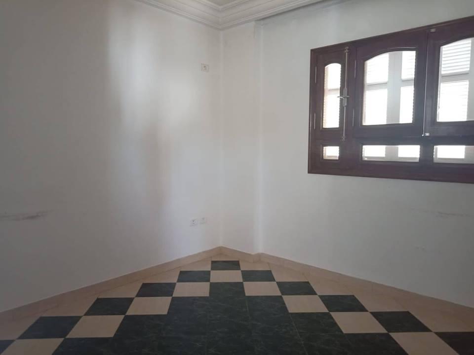 A louer un bureau en open space et pièces à alain savary